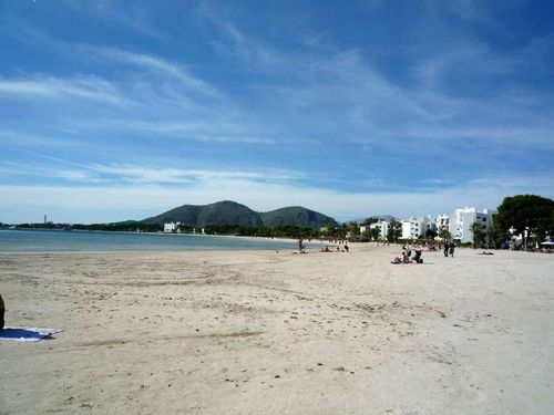 Alcudia_beach_by_promenade