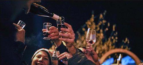 Beaujolais wine pour