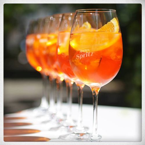 Summer sip italian style aperol spritz the black dress for Classic aperitif