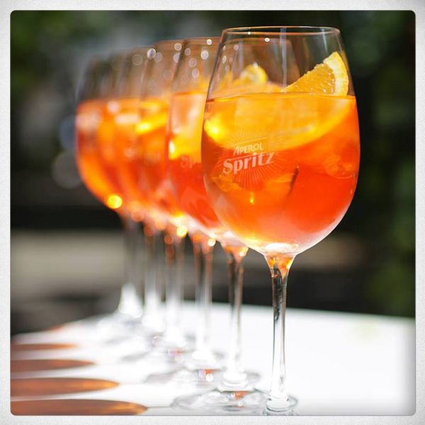 Summer sip italian style aperol spritz the black dress for Cocktail spritz