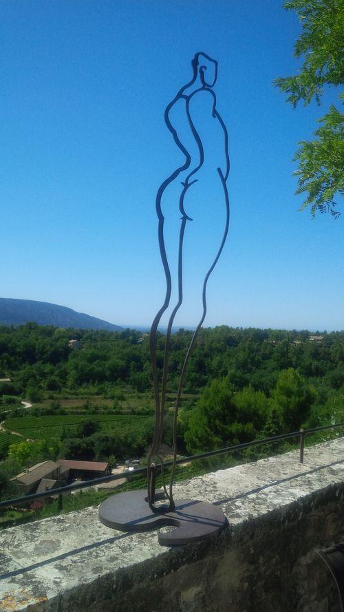Menerbes Statue