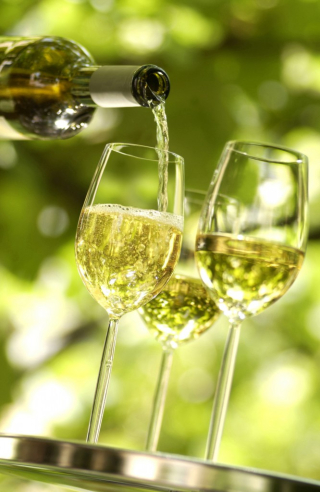 3-glasses-of-Riesling-666x1024