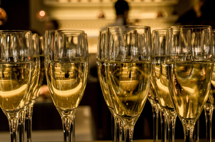 New-year-s-eve-ceremony-champagne-sparkling-wine-3
