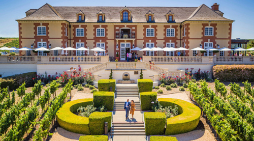 Homepage_image_dmc_chateau_front_grounds_people_768px